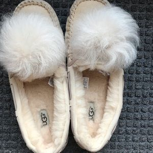 NEW UGG Dakota slippers/moccasins w/ Pom poms